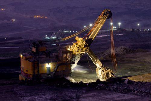 استخراج معدن, معدنکاری و کامیون های سنگین